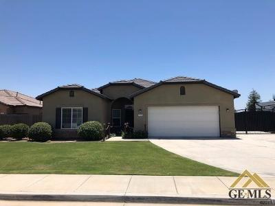 Bakersfield CA Single Family Home For Sale: $252,000