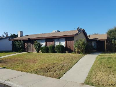Bakersfield Multi Family Home For Sale: 3025 Half Moon Drive