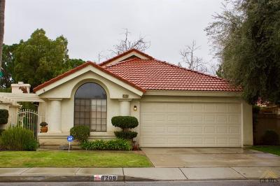 Bakersfield Single Family Home For Sale: 8209 Sheffield Lane
