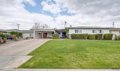 Bakersfield CA Single Family Home For Sale: $245,000