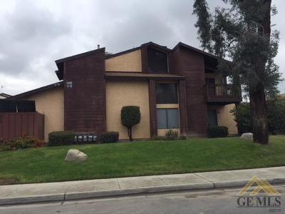 Bakersfield Condo/Townhouse For Sale: 4400 Isla Verde Street #6