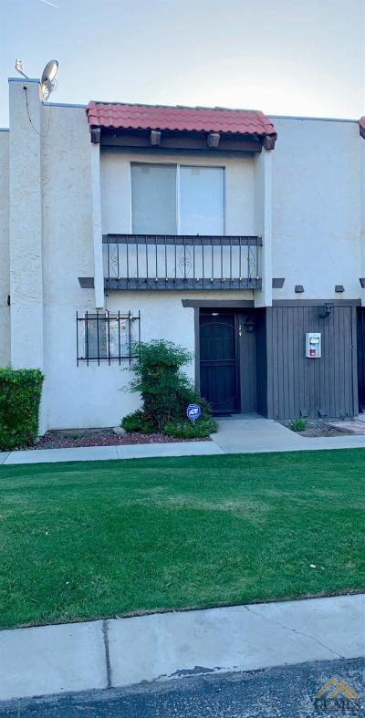 Bakersfield Condo/Townhouse For Sale: 3114 Planz Road #14