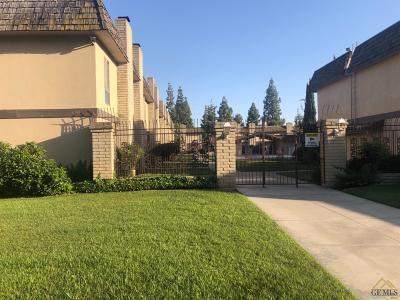Bakersfield Condo/Townhouse For Sale: 5301 Demaret Avenue #36