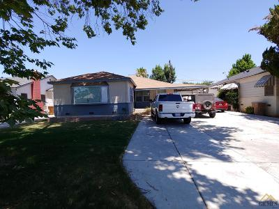 Bakersfield Single Family Home For Sale: 106 Brighton Way