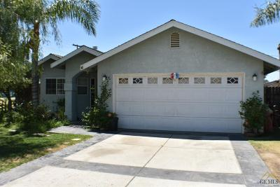 Bakersfield Single Family Home For Sale: 6 Augusta Street