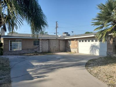 Bakersfield Single Family Home For Sale: 2216 Oakwood Drive