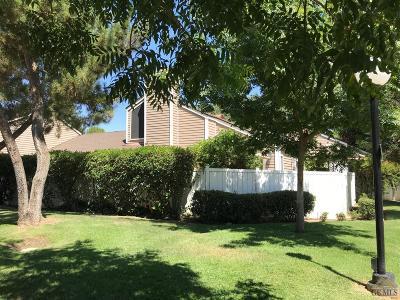Bakersfield Single Family Home For Sale: 8000 Kroll Way #17