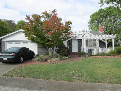 Single Family Home Contingent-Show: 2 Drakewood Lane