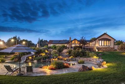 Petaluma Single Family Home For Sale: 200 Frances Way