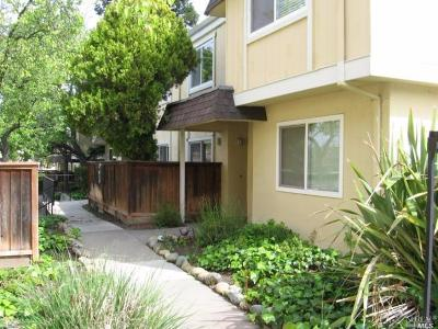 Vacaville Condo/Townhouse For Sale: 1384 Callen Street #B