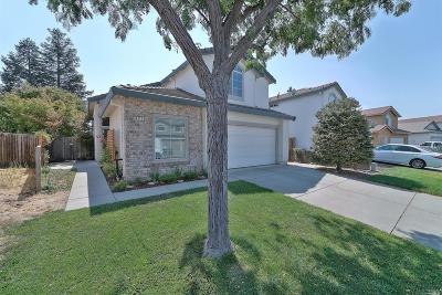 Vacaville Single Family Home For Sale: 897 Sapphire Circle