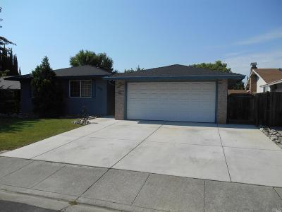 Vacaville Single Family Home Contingent-Show: 379 Chelan Drive