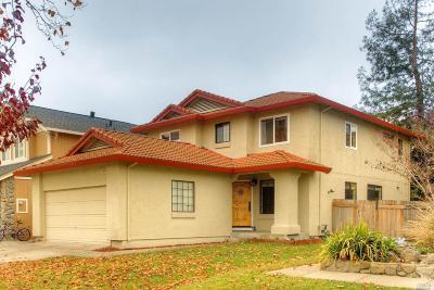 Petaluma Single Family Home Contingent-Show: 1515 Abercrombie Way