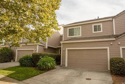 Petaluma Condo/Townhouse For Sale: 1714 Zinfandel Drive