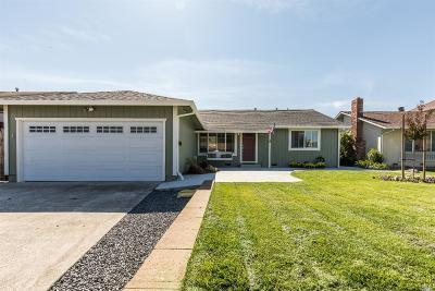 Petaluma Single Family Home For Sale: 1066 Santa Clara Lane