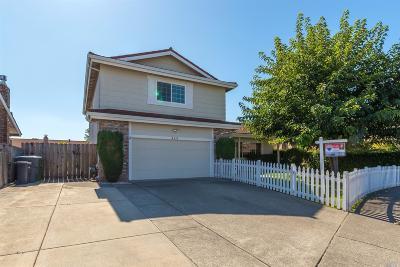 Petaluma Single Family Home Contingent-Show: 848 Sprucewood Court