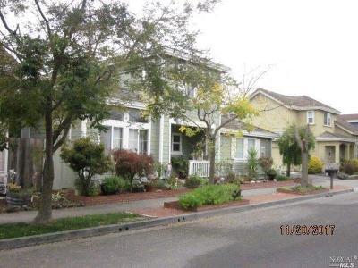 Petaluma Single Family Home For Sale: 1449 Woodside Circle