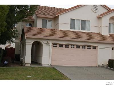Vacaville Condo/Townhouse For Sale: 820 Vassar Drive