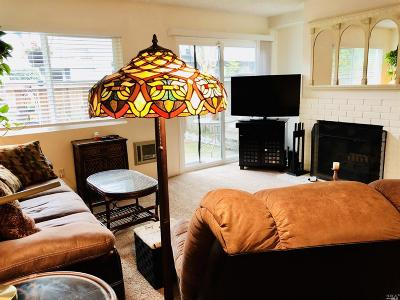 Rohnert Park Condo/Townhouse For Sale: 613 Racquet Club Circle