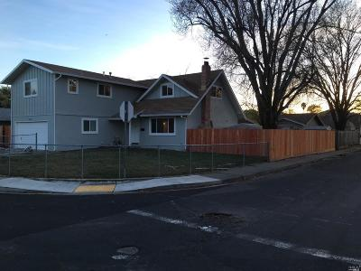 Vacaville Single Family Home For Sale: 300 Weatherly Way