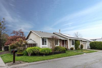 Santa Rosa Single Family Home For Sale: 1014 Charning Cross Lane