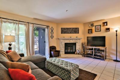 Rohnert Park Condo/Townhouse For Sale: 1302 Parkway Drive