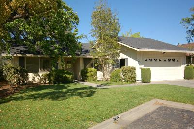 Single Family Home For Sale: 66 Oak Island Circle
