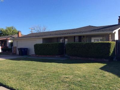 Single Family Home For Sale: 961 Flores Way
