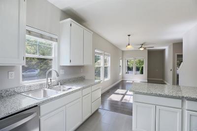 Santa Rosa Single Family Home For Sale: 172 West 3rd Street