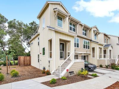 Santa Rosa Condo/Townhouse For Sale: 401 Kylie Lane