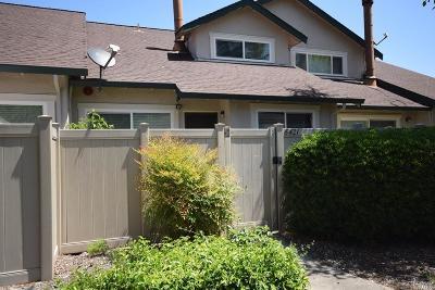 Rohnert Park Condo/Townhouse For Sale: 6421 Meadow Pines Avenue