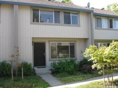Condo/Townhouse For Sale: 1707 Oldfield Way