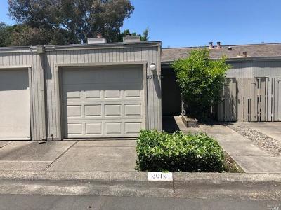 Santa Rosa Condo/Townhouse For Sale: 2012 Knolls Drive