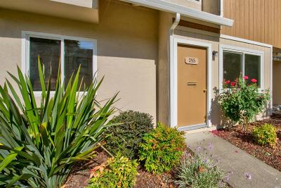 Vacaville Condo/Townhouse For Sale: 395 Eldridge Avenue