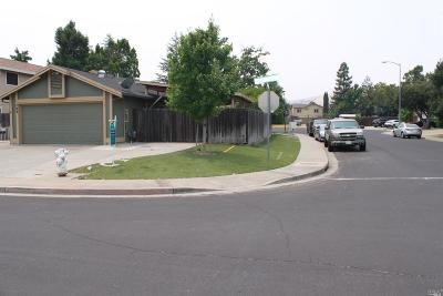 Vacaville Single Family Home For Sale: 700 Oakvale Way