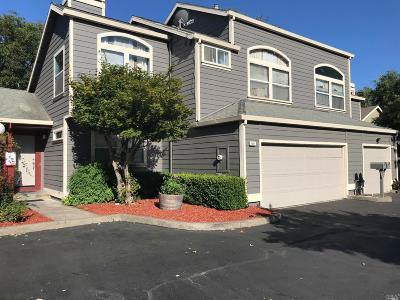 Santa Rosa Condo/Townhouse For Sale: 988 Raccoon Lane