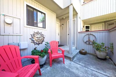 Santa Rosa Condo/Townhouse For Sale: 2587 Westberry Drive