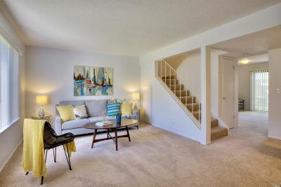 Novato Condo/Townhouse For Sale: 528 Loleta Lane