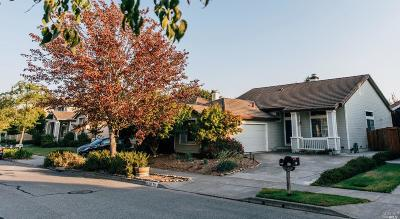 Petaluma Single Family Home Contingent-Show: 929 Telford Lane