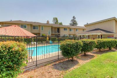Rohnert Park Condo/Townhouse For Sale: 7147 Camino Colegio