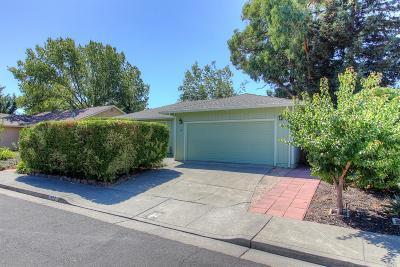 Santa Rosa Single Family Home For Sale: 657 Bambi Lane