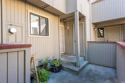 Santa Rosa Condo/Townhouse For Sale: 2734 Westberry Drive