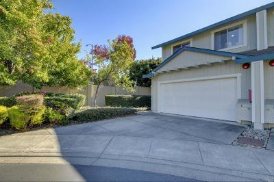 Rohnert Park Condo/Townhouse For Sale: 39 Meridian Circle