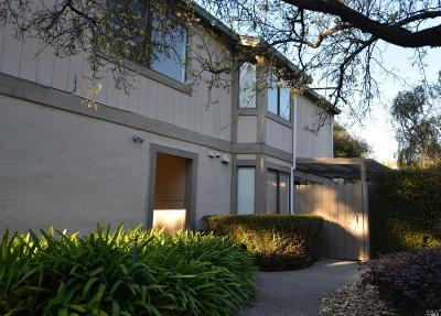 Novato Condo/Townhouse For Sale: 104 Cheda Lane