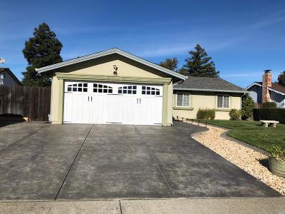 Vacaville Single Family Home For Sale: 243 Colonial Circle