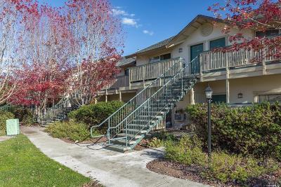 Santa Rosa Condo/Townhouse For Sale: 2452 Edgewater Drive #58