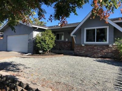 Santa Rosa Single Family Home For Sale: 3636 Hoen Avenue