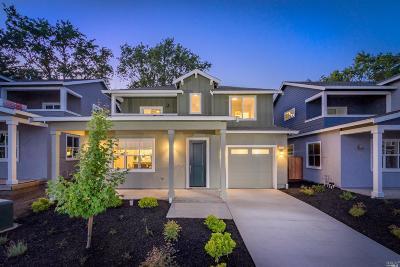 Santa Rosa Single Family Home For Sale: 319 Sejong Lane