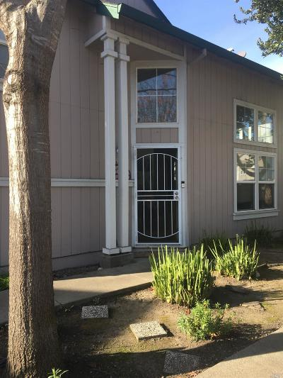 Santa Rosa Condo/Townhouse For Sale: 1547 Pinebrook Place