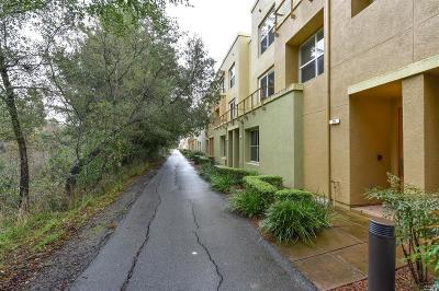 Rohnert Park Condo/Townhouse For Sale: 212 City Center Drive